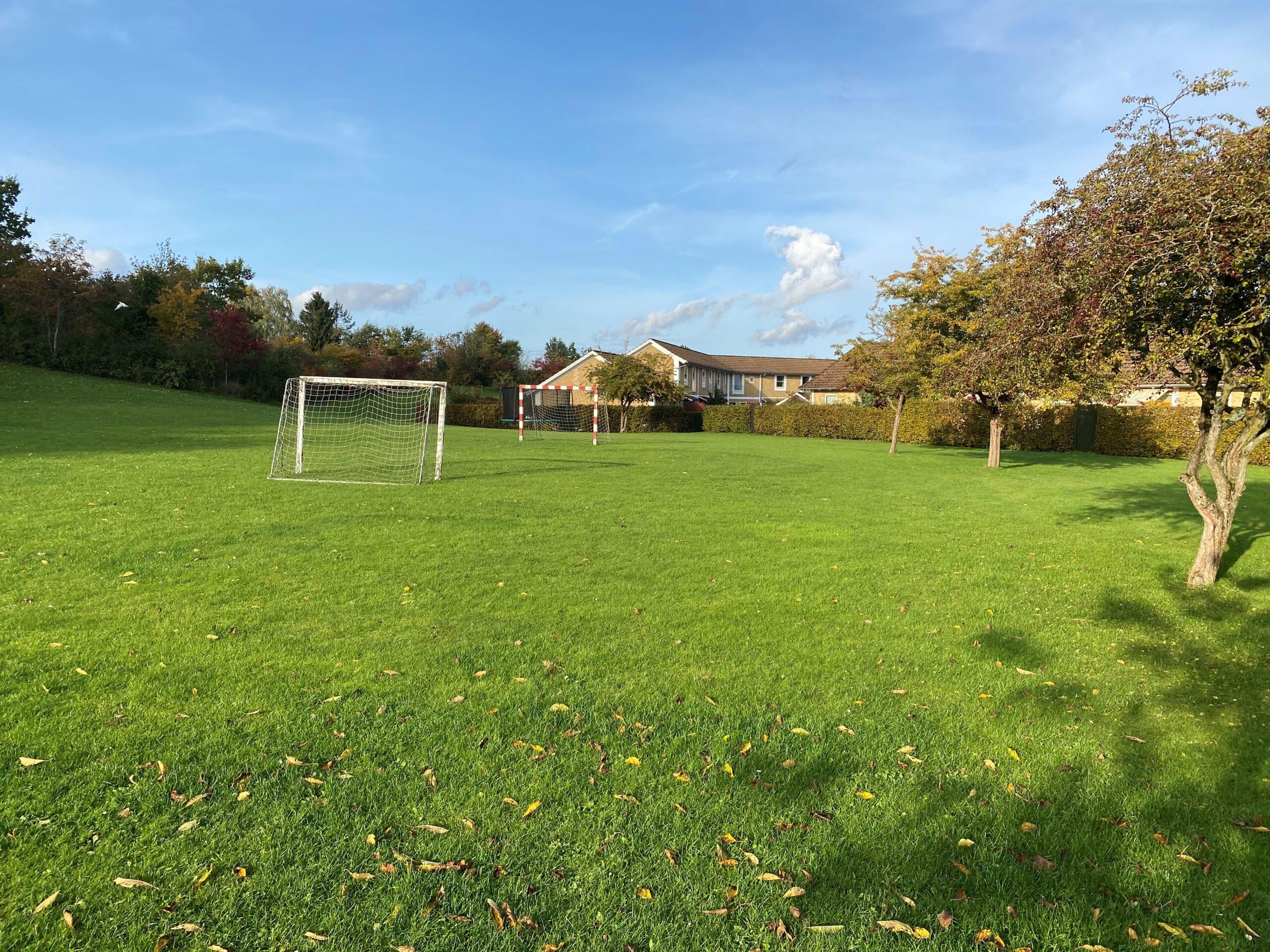 Egen fodboldbane til børnene
